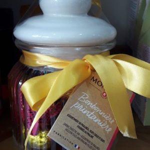 Assortiments de chocolats et d'oeufs fourrés au Praliné. Fabrication artisanale française.