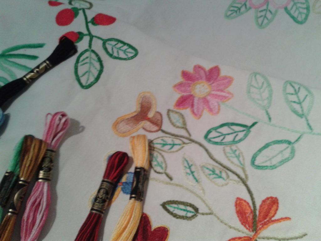 broderie-traditionnelle-motifs-fleurs-ocomptoirdespassions-villemursurtarn